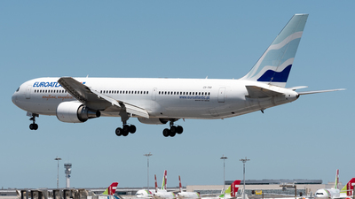 A picture of CSTKR - Boeing 76736N(ER) - EuroAtlantic Airways - © Miguel Viana Trajano