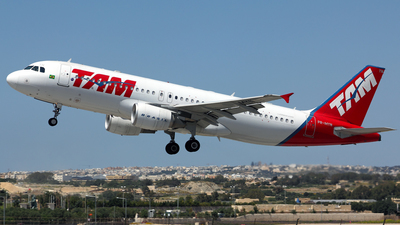 A picture of PRMYN - Airbus A320214 - LATAM Airlines - © Peter Tonna