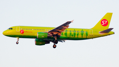 VQ-BES - Airbus A320-214 - S7 Airlines