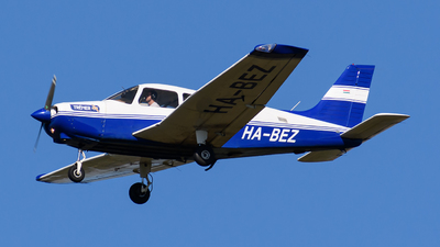 HA-BEZ - Piper PA-28-161 Warrior III - Tréner