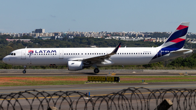 A picture of PTXPA - Airbus A321211 - LATAM Airlines - © DeltaFox Spotter