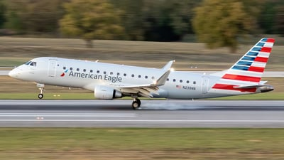 A picture of N238NN - Embraer E175LR - American Airlines - © Felipe García