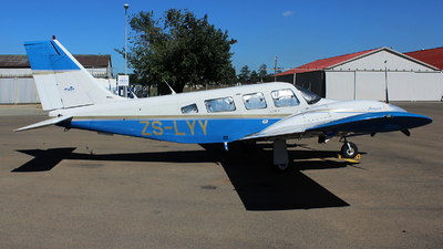 ZS-LYY - Piper PA-34-200T Seneca II - Private