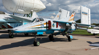 115 - Mikoyan-Gurevich MiG-27M Flogger-J - Russian Aircraft Corporation MiG
