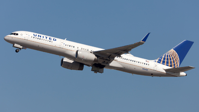 A picture of N34131 - Boeing 757224 - United Airlines - © William Vignes