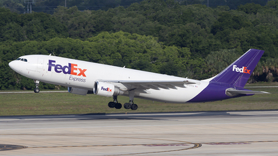 A picture of N727FD - Airbus A300B4622R(F) - FedEx - © Bruce Leibowitz