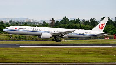 A picture of B2031 - Boeing 77739L(ER) - Air China - © MingyaoLeonardo