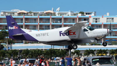 A picture of N878FE - Cessna 208B Super Cargomaster - FedEx - © Roger Cannegieter