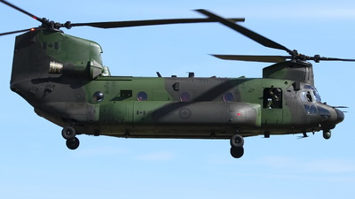 147304 - Boeing CH-47F Chinook - Canada - Royal Air Force