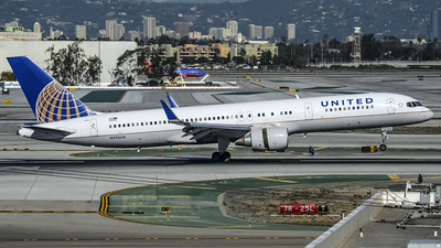 N596UA - Boeing 757-222 - United Airlines