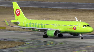 A picture of VPBOM - Airbus A320214 - S7 Airlines - © OlegAnokhin