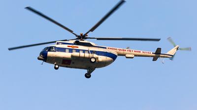 92102 - Mil Mi-8PS Hip - Vietnam - Air Force