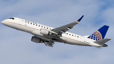A picture of N160SY - Embraer E175LR - United Airlines - © Michael Place