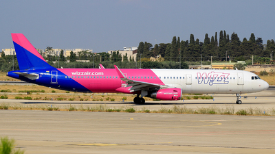 A picture of HALXD - Airbus A321231 - Wizz Air - © Pampillonia Francesco - Plane Spotters Bari