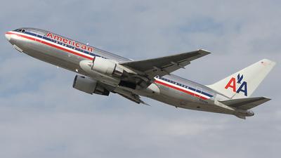 N324AA - Boeing 767-223(ER) - American Airlines