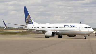 A picture of N37422 - Boeing 737924(ER) - United Airlines - © Andrew Hutnyan