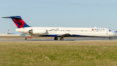 A picture of N980DL - McDonnell Douglas MD88 - [53267] - © Wayne Wilson