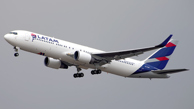 A picture of CCCWF - Boeing 767316(ER) - LATAM Airlines - © Caballero Aguila