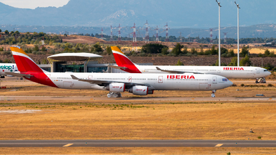 A picture of ECIZX - Airbus A340642 - [0601] - © Juan Manuel Gibaja