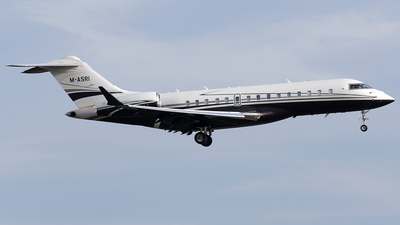 M-ASRI - Bombardier BD-700-1A10 Global Express XRS - Private