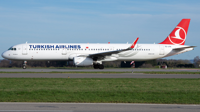 A picture of TCJTA - Airbus A321231 - Turkish Airlines - © PAUL LINK