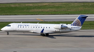 A picture of N978SW - Mitsubishi CRJ200LR - United Airlines - © Moralesroger25