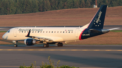 A picture of N401YX - Embraer E175LR - American Airlines - © J.R.Quiñonez