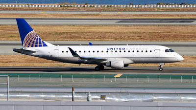 A picture of N156SY - Embraer E175LR - United Airlines - © Rocky Wang