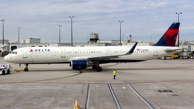 A picture of N327DN - Airbus A321211 - Delta Air Lines - © Sotos
