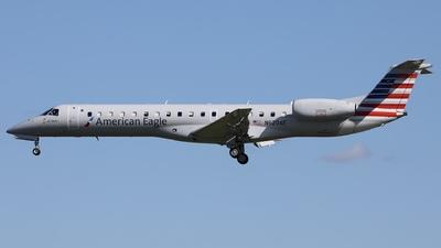 A picture of N620AE - Embraer ERJ145LR - American Airlines - © Hongyu Wang
