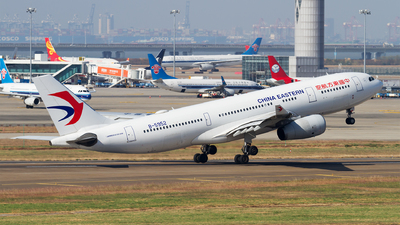 B-5952 - Airbus A330-243 - China Eastern Airlines