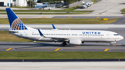 A picture of N77518 - Boeing 737824 - United Airlines - © Martin Rogosz
