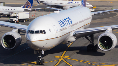 A picture of N211UA - Boeing 777222 - United Airlines - © Xiamen Air 849
