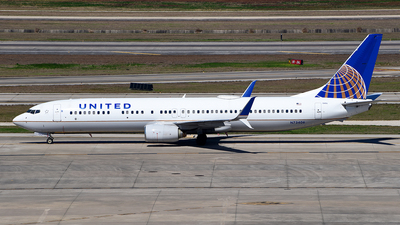 A picture of N73406 - Boeing 737924 - United Airlines - © Rocky Wang