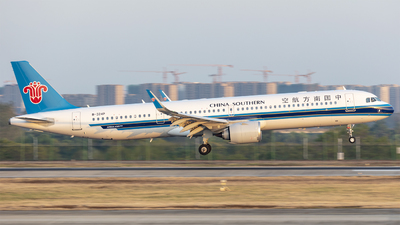 A picture of B324P - Airbus A321253NX - China Southern Airlines - © Eric Wang