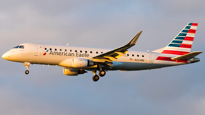 A picture of N204NN - Embraer E175LR - American Airlines - © Eric Esots