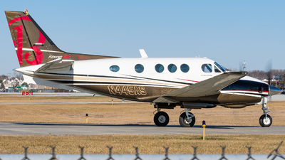 A picture of N445AS - Beech C90 King Air - [LJ828] - © Miles Aronovitz