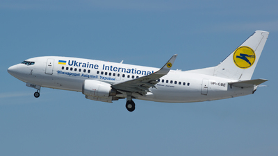 UR-GBE - Boeing 737-548 - Ukraine International Airlines