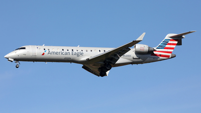 A picture of N520DC - Mitsubishi CRJ701ER - American Airlines - © Len Schwartz