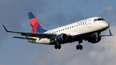 N872RW - Embraer 170-100SE - Delta Connection (Shuttle America)