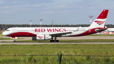 RA-64050 - Tupolev Tu-204-100B - Red Wings