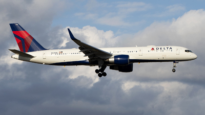 A picture of N6703D - Boeing 757232 - Delta Air Lines - © Jose R. Ortiz