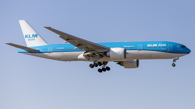 A picture of PHBQH - Boeing 777206(ER) - KLM - © DaddyLin
