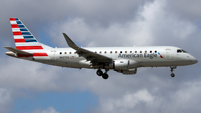A picture of N427YX - Embraer E175LR - American Airlines - © Xiamen Air 849 Heavy