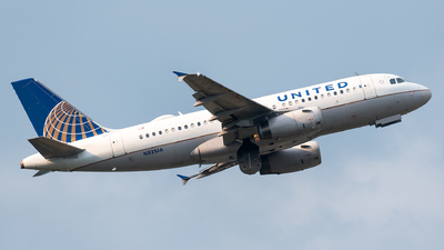A picture of N821UA - Airbus A319131 - United Airlines - © Evan Dougherty