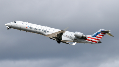 A picture of N758EV - Mitsubishi CRJ701ER - American Airlines - © Brady Noble
