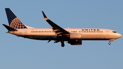 A picture of N14231 - Boeing 737824 - United Airlines - © J.R.Quiñonez