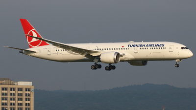A picture of TCLLM - Boeing 7879 Dreamliner - Turkish Airlines - © R-H Chen
