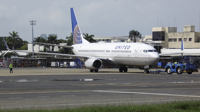 A picture of N37273 - Boeing 737824 - United Airlines - © Gabriel Herrera