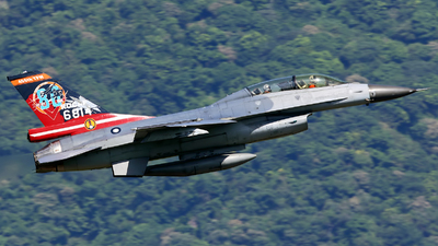 6814 - General Dynamics F-16B Fighting Falcon - Taiwan - Air Force